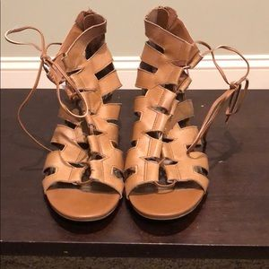 Steve Madden 2 in wedge with leather lace